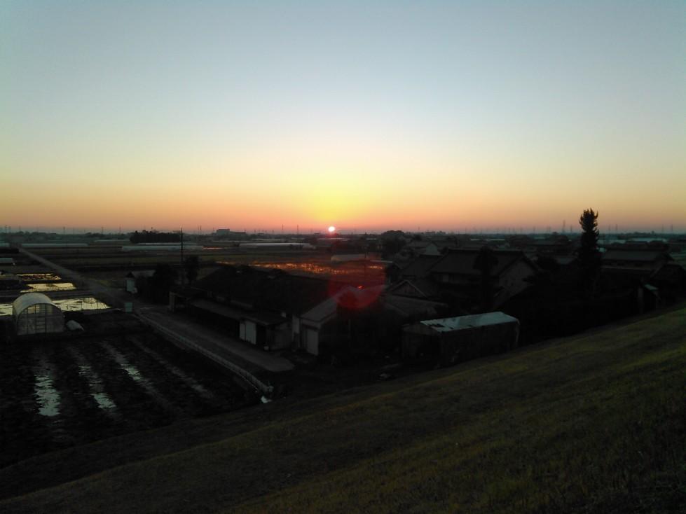 木曽川の堤防から見る初日の出