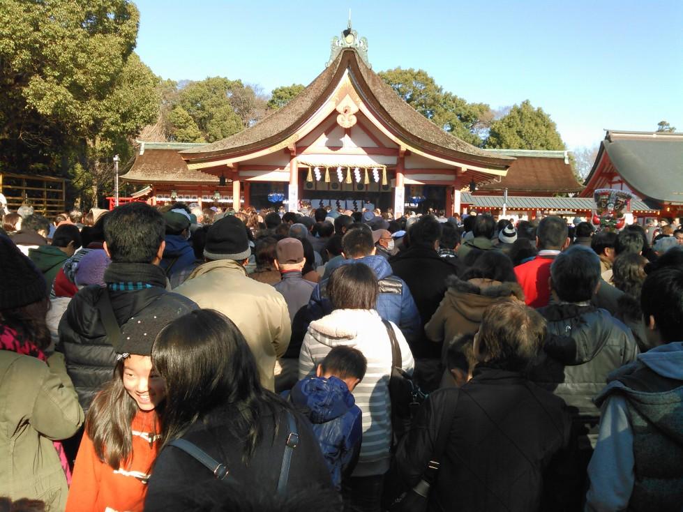 津島神社もすごい人に