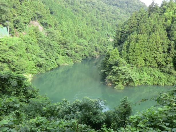 揖斐川沿いを走る