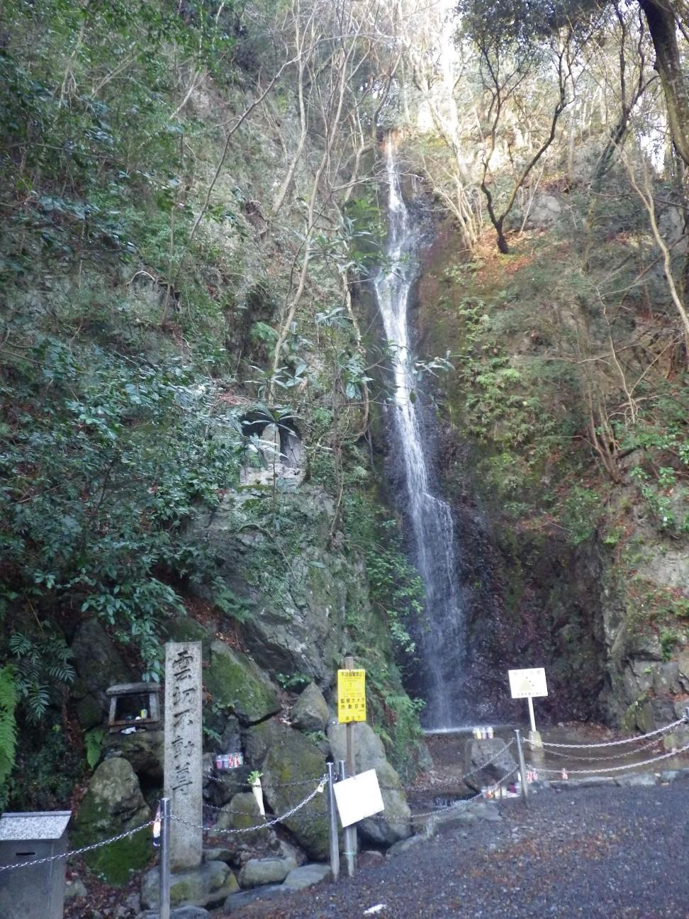天然プール横の滝