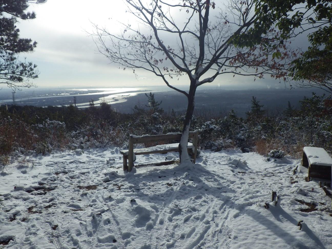雪の「海の見える展望所」